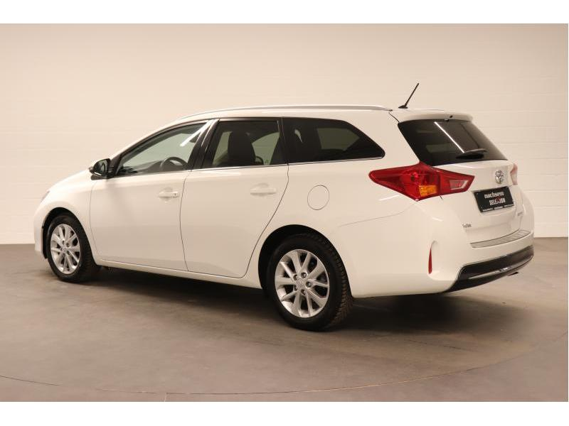 Toyota Auris 1.4 D-4D 6 MT - photo 5