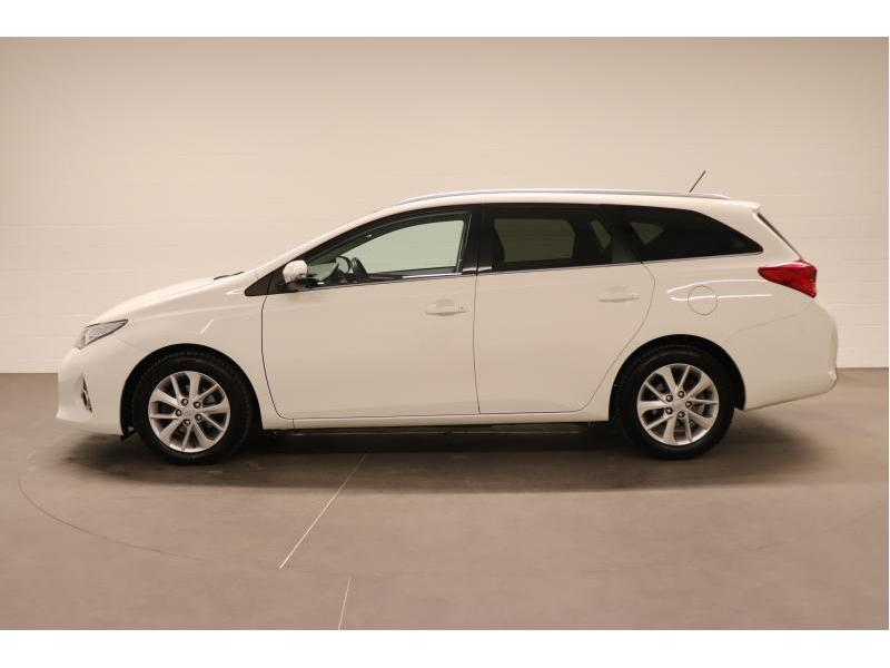 Toyota Auris 1.4 D-4D 6 MT - photo 4