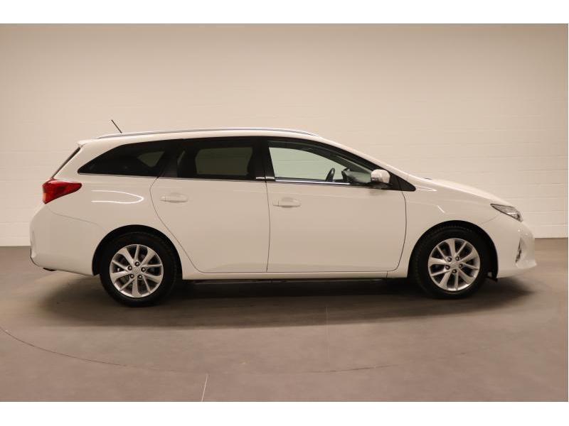 Toyota Auris 1.4 D-4D 6 MT - photo 8
