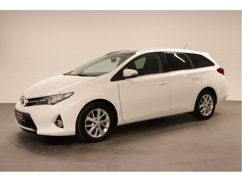 Toyota Auris 1.4 D-4D 6 MT - photo 3