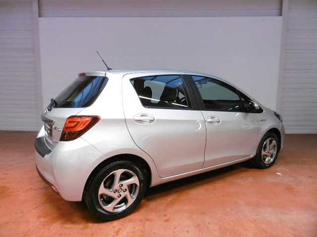 Toyota Yaris 1,5 Hybrid e-CVT - photo 11
