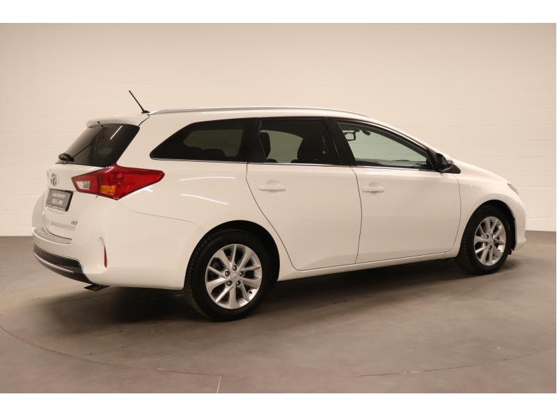 Toyota Auris 1.4 D-4D 6 MT - photo 7